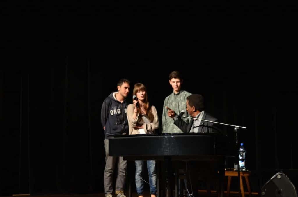 Stan Breckenridge i uczniowie liceum w Tomaszowie Lubelskim